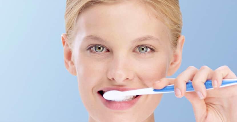 Dentino - Φωτεινή Σκόνδρα - Οδοντιατρείο Αθήνα - Ενημέρωση - Αιμορραγία ούλων